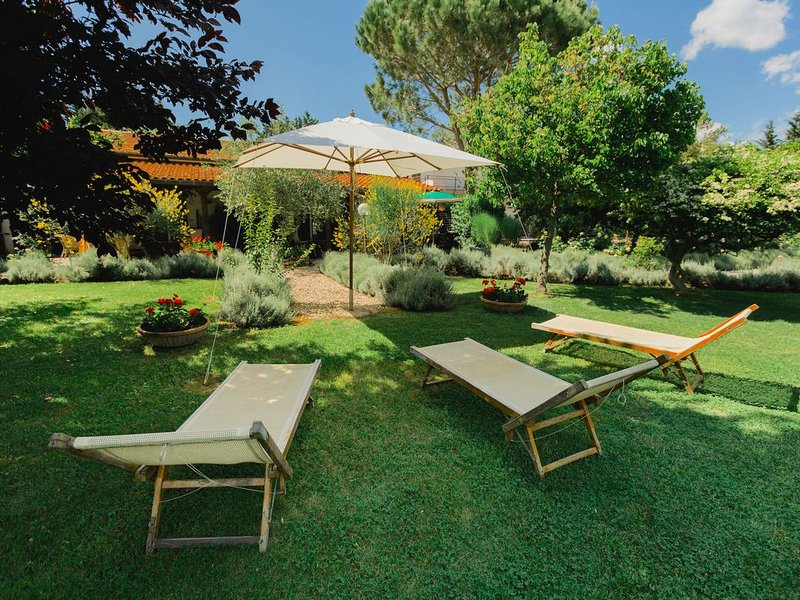 Luxurious Farmhouse in Grosseto with Jacuzzi, holiday rental in Vetulonia