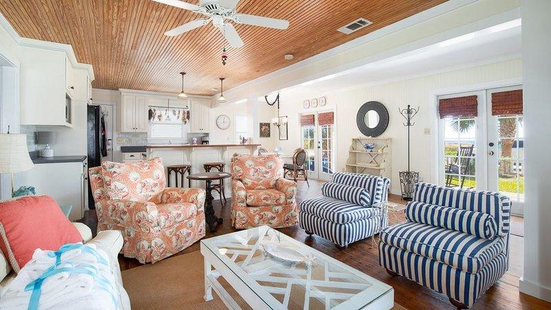 Sala de estar: los muebles de esta cabaña son lindos y se sienten muy acogedores.
