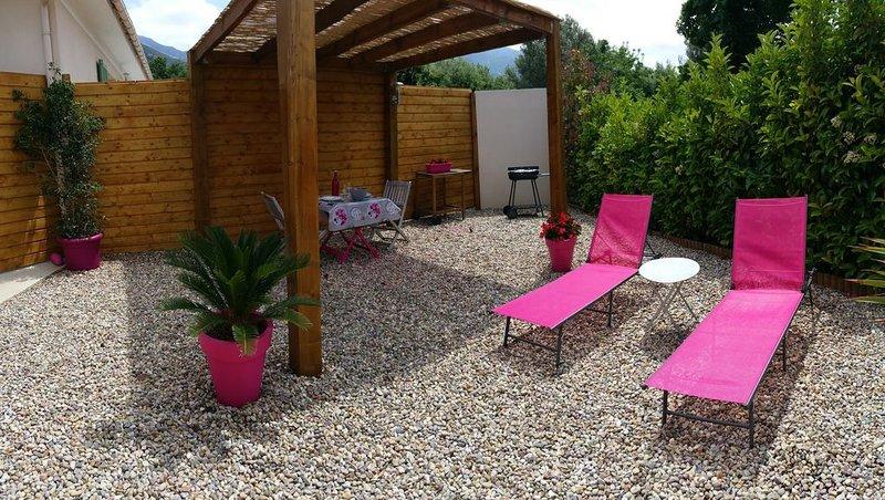 Charmante petite Maison climatisée avec espace extérieur à Patrimonio (wifi), vacation rental in Patrimonio