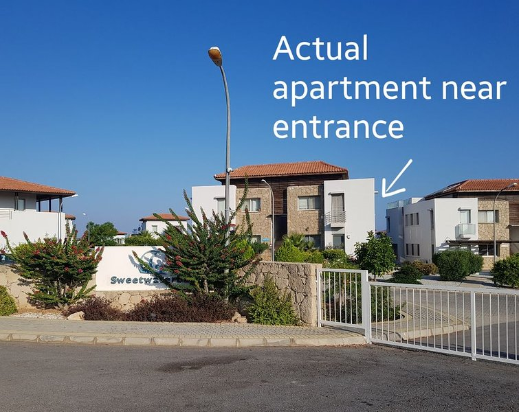 LARGE Stunning 3 Bedroom 2 bathroom Garden Apartment On Award Winning Complex, holiday rental in Tatlisu