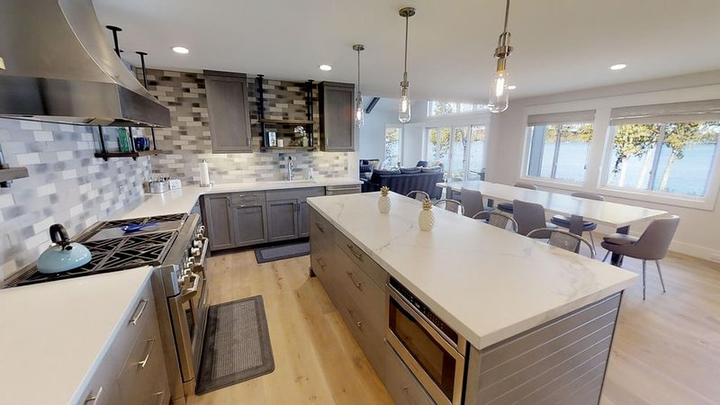 Stunning, Waterfront Home - 4 Bedroom, Nano Wall to Patio, Built in Grill!, holiday rental in Walloon Lake