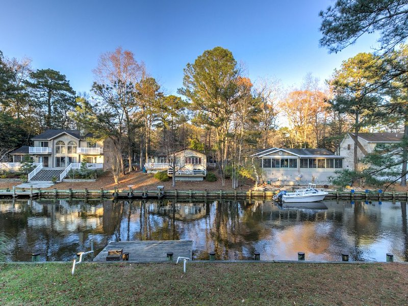 Family-friendly home on canal w/entertainment, dock & free WiFi, holiday rental in Ocean Pines