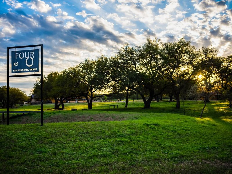 Secluded, 40-acre ranch w/ a private pool, hot tub, outdoor kitchen - dogs OK!, vacation rental in San Marcos