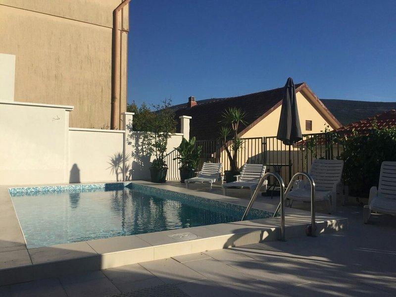 4 bedroom Villa 'Riva' with pool, location de vacances à Baosici
