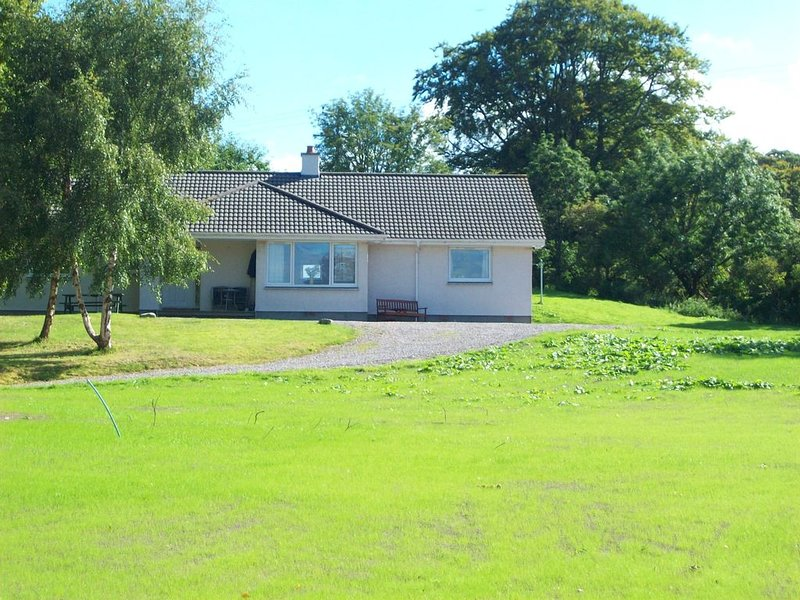 FEEL-GOOD BUNGALOW IN THE BLACK ISLE.   Friday to Friday arrivals, holiday rental in Tore