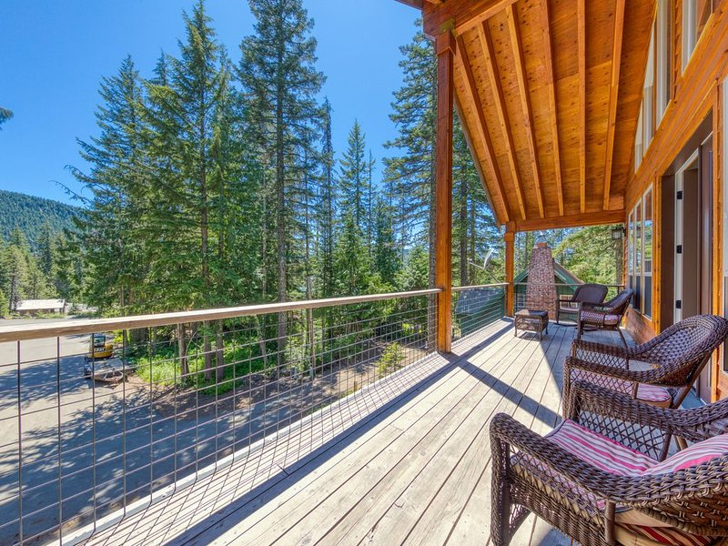 New listing! Mt. Hood home w/ private hot tub & great Government Camp location!, holiday rental in Government Camp
