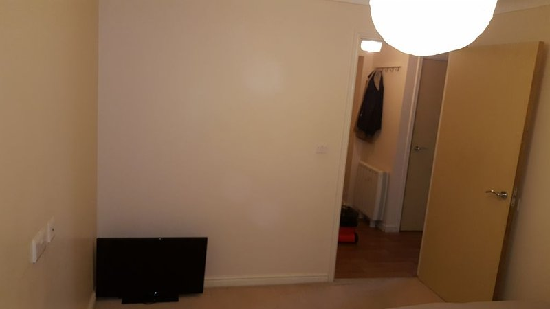 1 BEDROOM AVAILABLE IN A 2 BED FLAT, location de vacances à Dartford