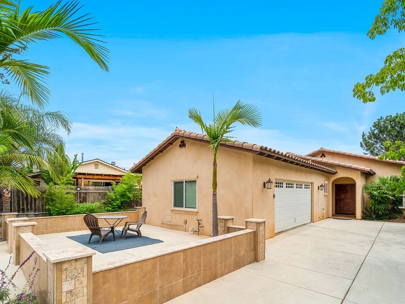 Comfortable home w/ a private hot tub, outdoor fire pit & fireplace!, Ferienwohnung in Carlsbad