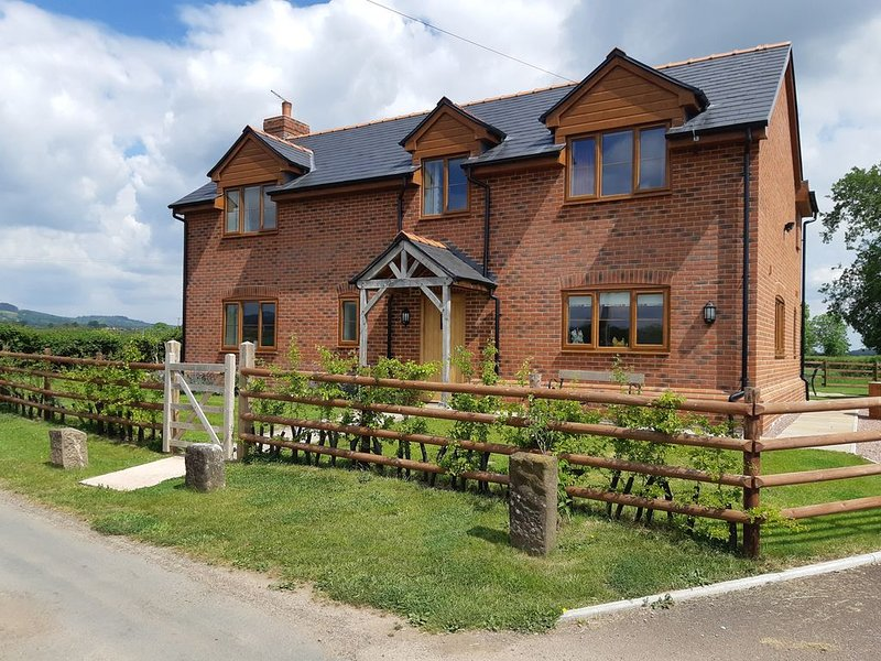Brook Cottage, WESTBURY-ON-SEVERN, holiday rental in Newnham
