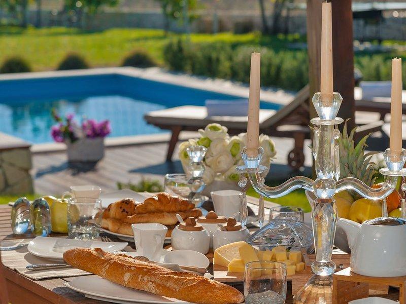 Luxury Villa In Split, Few Minutes To Center, Beaches, Shopping, Sport Courts, holiday rental in Kamen