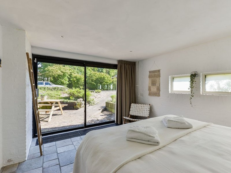 Thinium Suite, (close to the beach) ★ Free parking ★, holiday rental in Bloemendaal