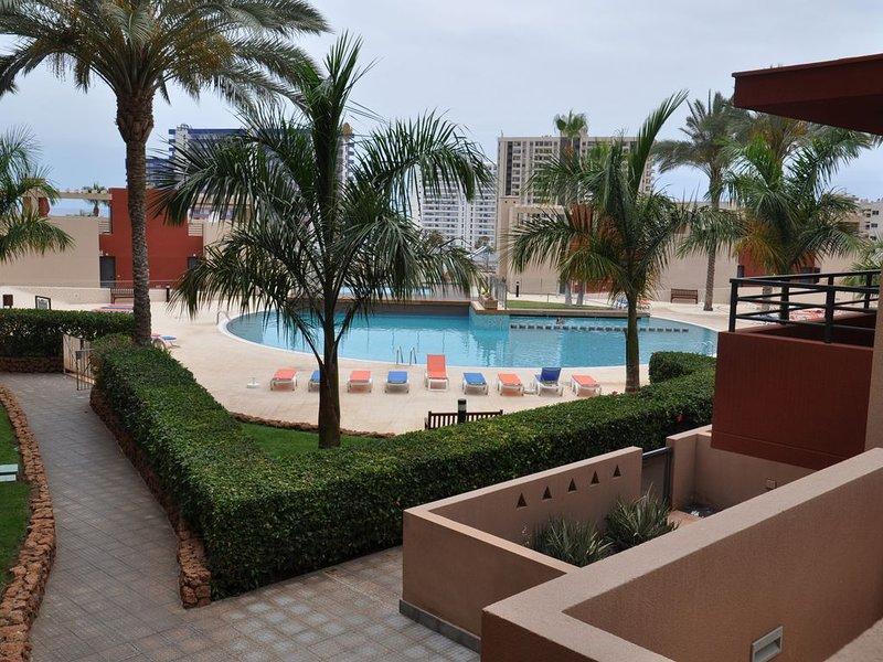 Grande terrasse, 3 piscines (1 chauffée), vue mer, résidence calme et spacieuse, vacation rental in Playa Paraiso