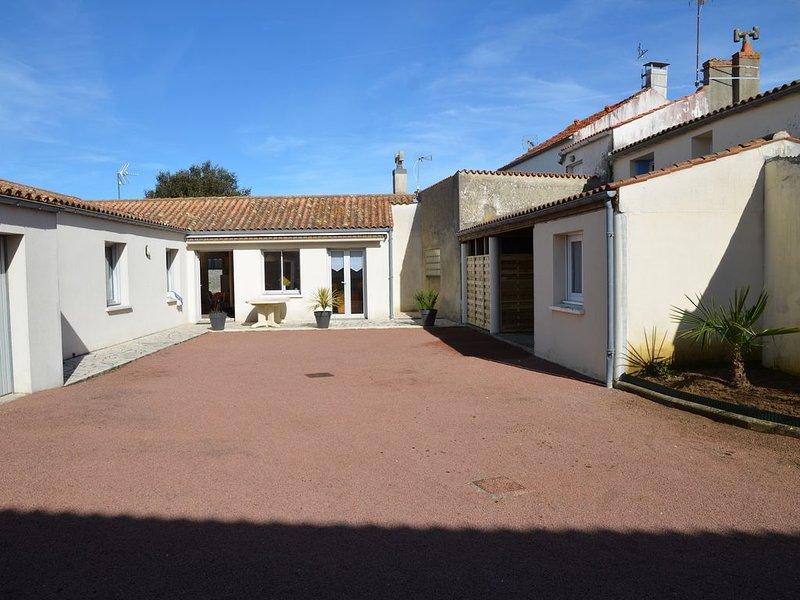 Maison de village, proche de tous commerces et pistes cyclables, aluguéis de temporada em Dolus-d'Oleron