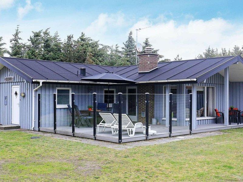 Simplistic Holiday Home in Løkken with Terrace, Ferienwohnung in Saltum