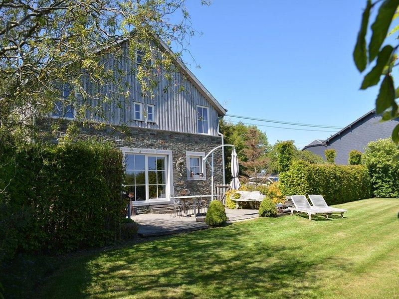 Peaceful Cottage in Jehonville with Sauna, Ferienwohnung in Transinne
