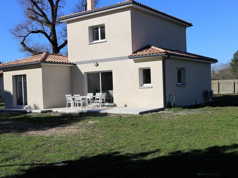 Villa neuve Pessac dans parc de 2000 mètres, holiday rental in Saint-Jean-d'Illac