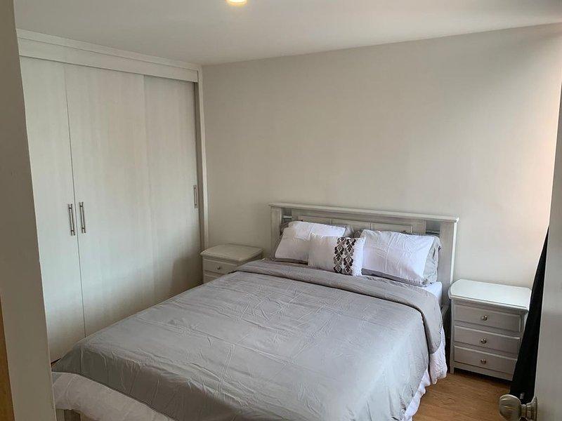 Penthouse de lujo y completamente amoblado y tranquilo, holiday rental in San Jeronimo