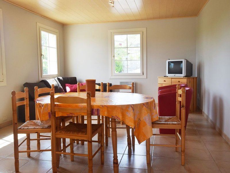 House with panoramic view and swimming pool in Ardèche, vacation rental in Les Vans