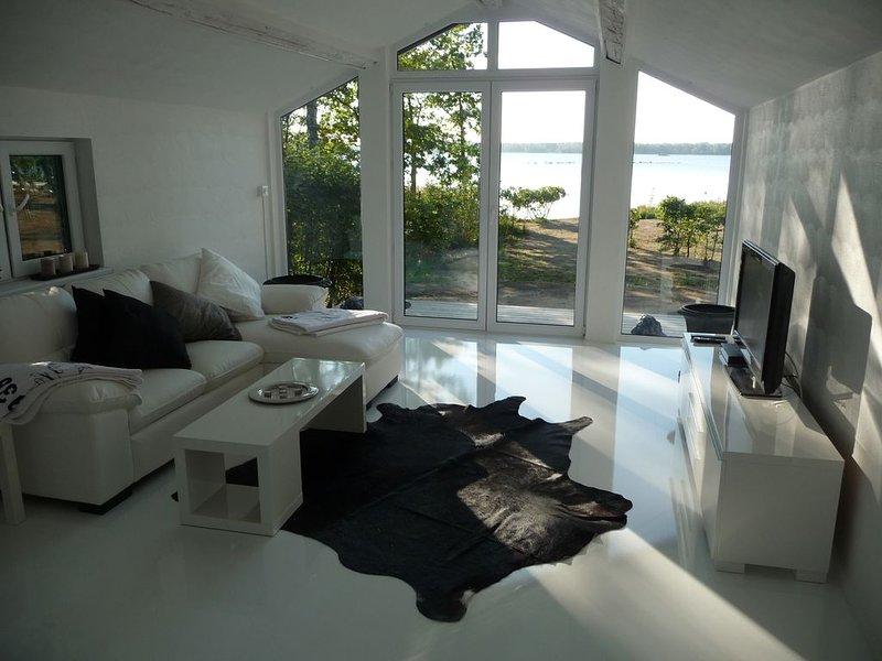 Lyxigt hus med egen badstrand vid sjön Möckeln i Älmhult,solnedgång,fiske,bastu – semesterbostad i Grimslöv