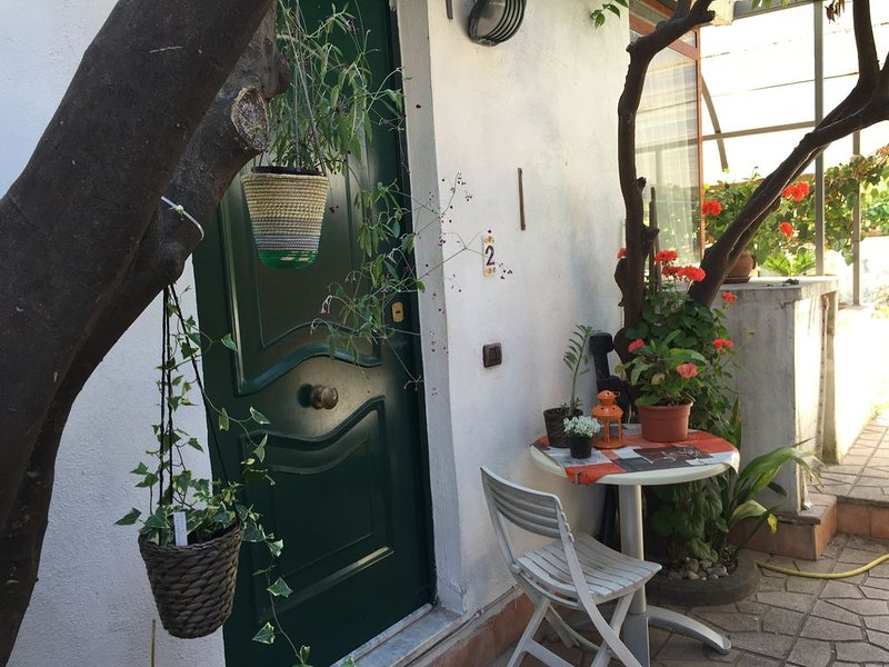 Casa vacanza 'Casa Lucia' apartment in garden, vacation rental in Torre Caracciolo