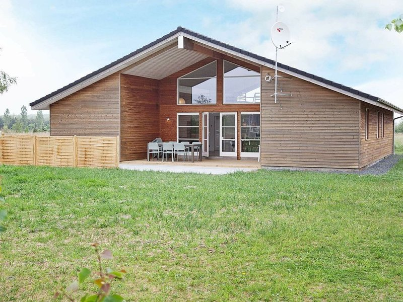 Amazing Holiday Home in Rødby with Whirlpool, location de vacances à Roedby