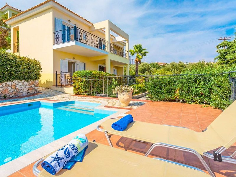 Skala Villa Yellow: Large Private Pool, Walk to Beach, Sea Views, A/C, WiFi, vacation rental in Poros