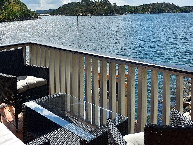 4 person holiday home in Urangsvåg, aluguéis de temporada em Svortland