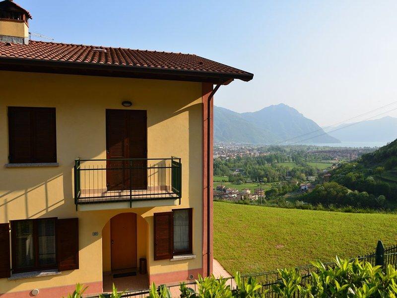 Casa Vacanze villa a schiera con ampio giardino, vacation rental in Angolo Terme