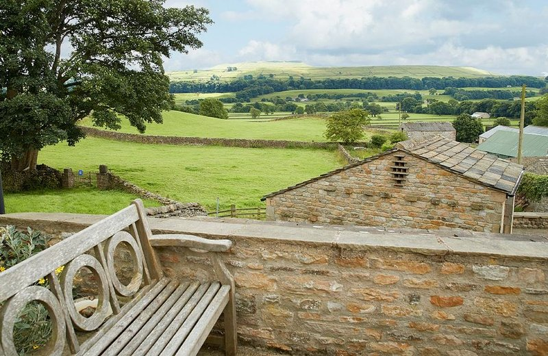 The Old Dairy - 2 bedroom cottage in North Yorkshire, home of 'All Creatures Gre, holiday rental in Raydale