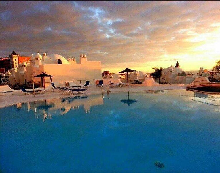 Lujoso apartamento con esplendida terraza, jacuzzi, WIFI, A/A y vistas al mar, vacation rental in Playa Paraiso