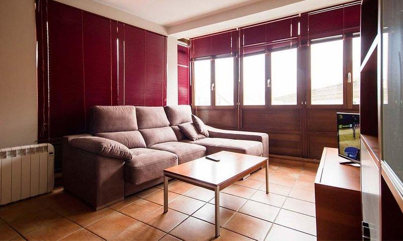 Apartamento - 2 Dormitorios - 107603, holiday rental in A Virxe Do Camino