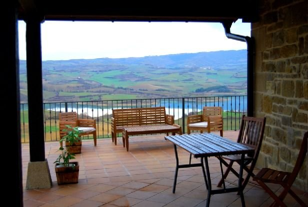 Casa Rural Santamaria para 15 personas, aluguéis de temporada em Lerate