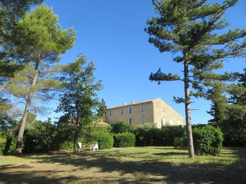 Appartement de Charme  en campagne- Luberon-Provence, location de vacances à Villelaure