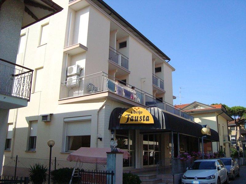 Igea Marina, aria condizionata, biancheria, a 50m dalla spiaggia, 2 a 4 persone, vacation rental in Savignano sul Rubicone