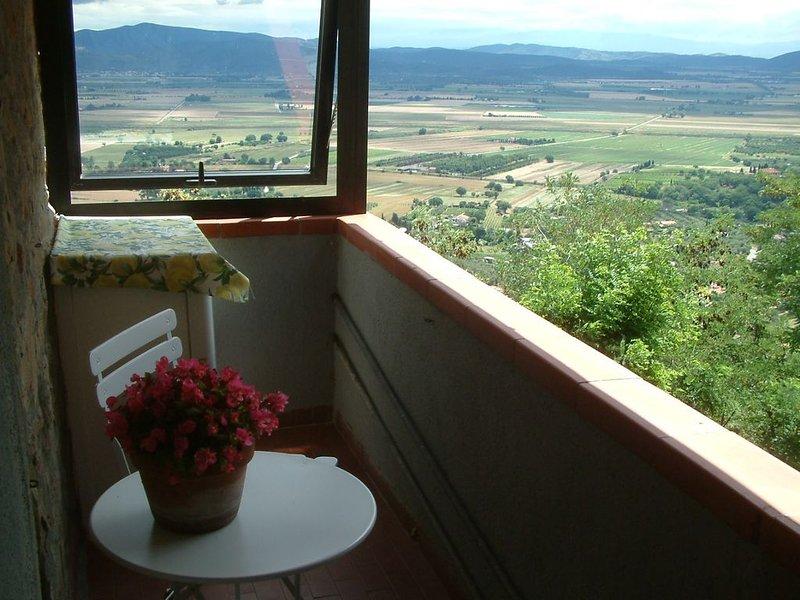 La casa di Leo, pace e relax in tipico borgo maremmano a dieci min auto dal mare, holiday rental in Vetulonia