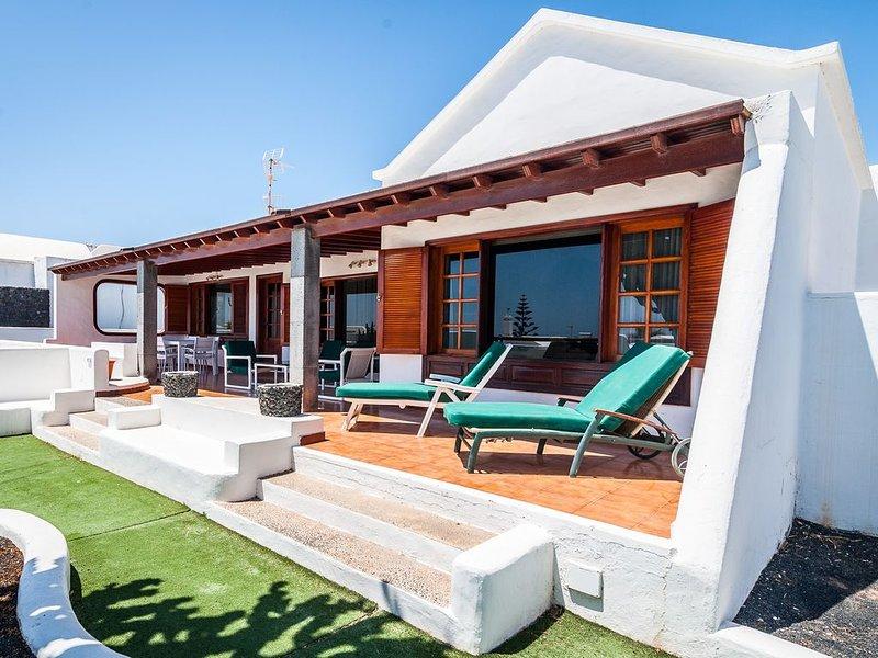 ¡OPORTUNIDAD! Magnífica Villa al lado del mar, alquiler vacacional en Playa del Cable