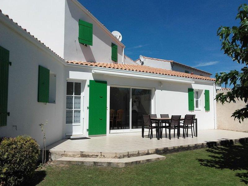 Pavillon situé dans un quartier calme, à 400m de la plage et 700m des commerces, holiday rental in La Flotte