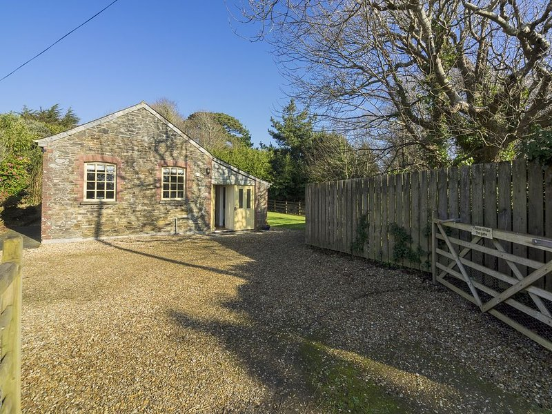 Characterful cottage in a rural coastal location on the Historic Caerhays Estate, location de vacances à Portloe
