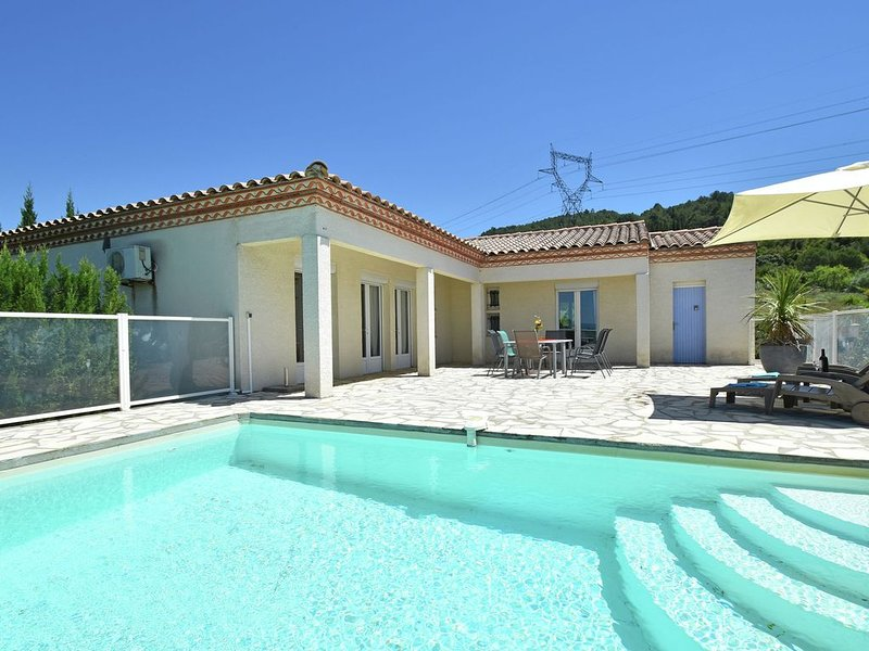 Luxurious villa with private swimming pool, air-conditioning and vast views, Ferienwohnung in Beaufort