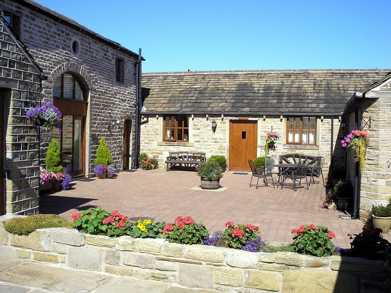 Idyllic self-catering cottages at Castle Hill between Huddersfield and Holmfirth, vacation rental in Farnley Tyas