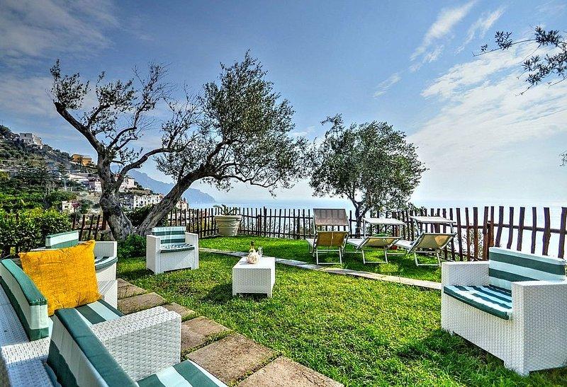 Villa Eufemia: Una spaziosa villa su tre piani rivolta al sole e al mare., alquiler de vacaciones en Amalfi