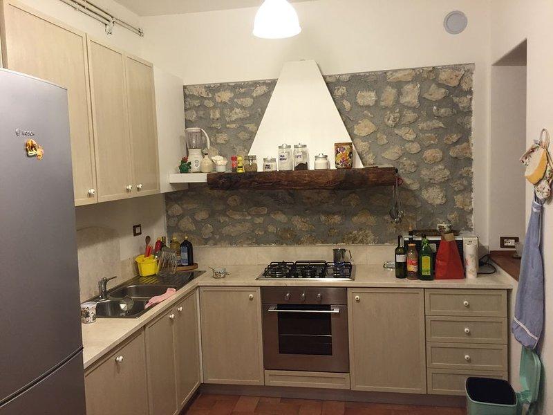 OFFERTA! 15/31 LUGLIO: 3000 € villa a 2 piani per 2/3 famiglie! 11 posti letto!!, holiday rental in Collelongo