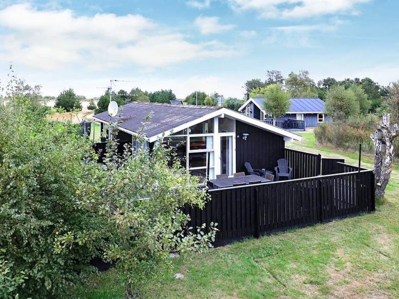 Beautifully located close to Palmestrand and Elling Å - child friendly, vacation rental in Lyngsaa