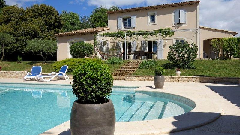 Belle bastide provençale spacieuse avec piscine privée – semesterbostad i Domazan
