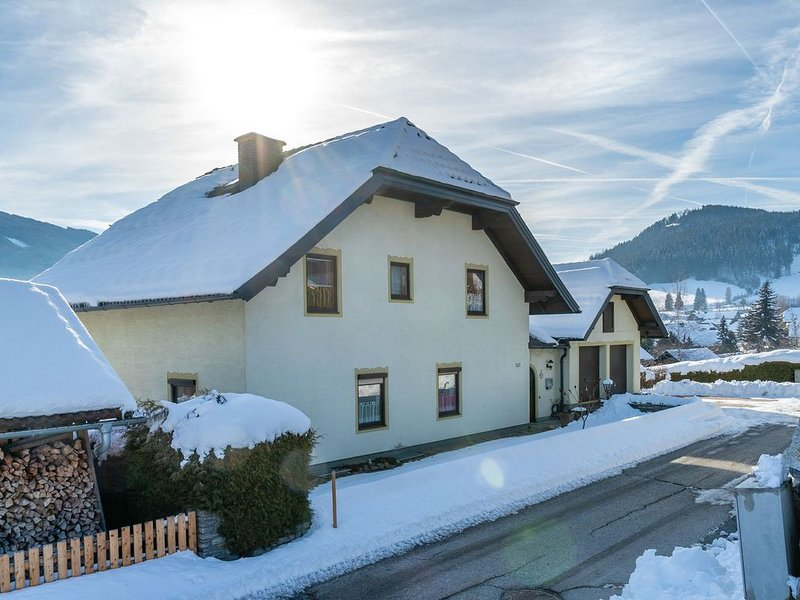 Cosy Apartment in Tamsweg with Private Garden, holiday rental in Lessach