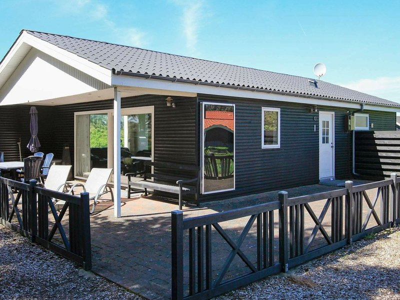 Alluring Holiday Home in Vestervig with Whirlpool, location de vacances à Ydby