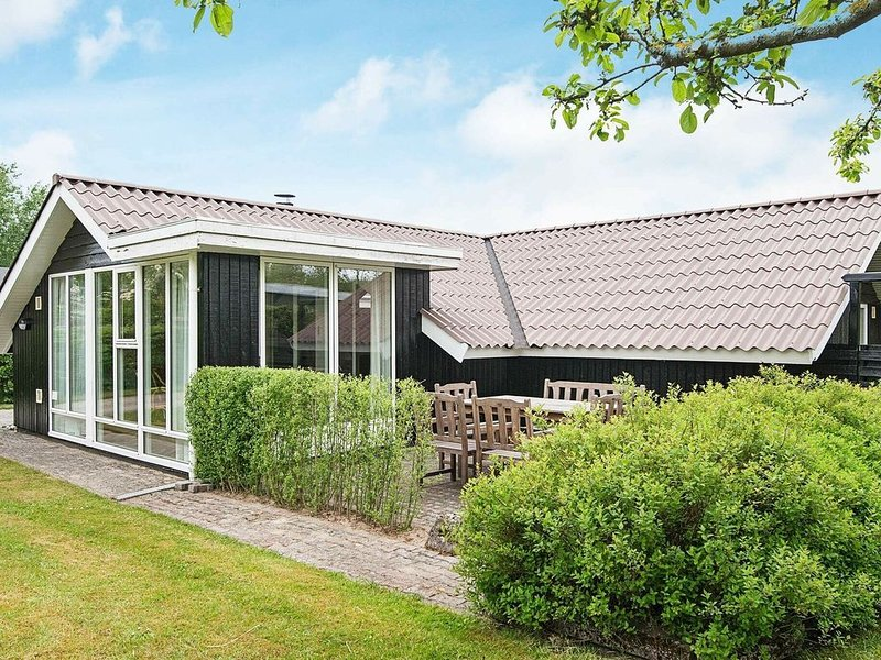 Luxurious Holiday Home in Esbjerg near Sea, holiday rental in Sjaelborg