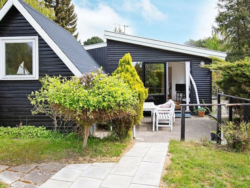 Enticing Holiday Home in Føllenslev with Barbecue, holiday rental in Hoensinge