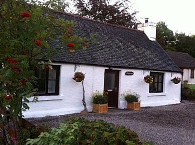 Quaint Traditional Cottage With Modern Interior, Drumnadrochit, Loch Ness, holiday rental in Dores