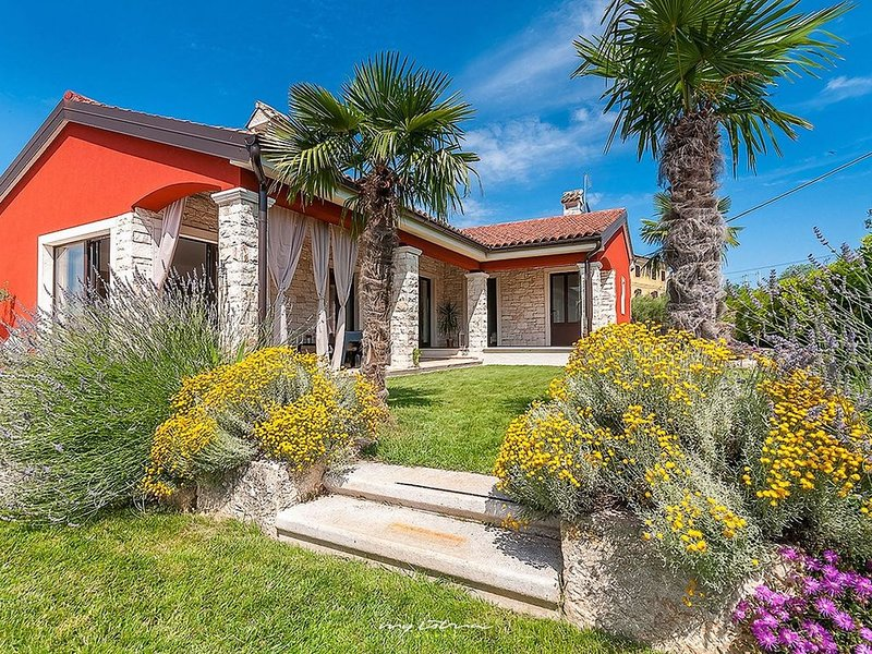 Charming family villa in a serene natural setting, vacation rental in Kastel